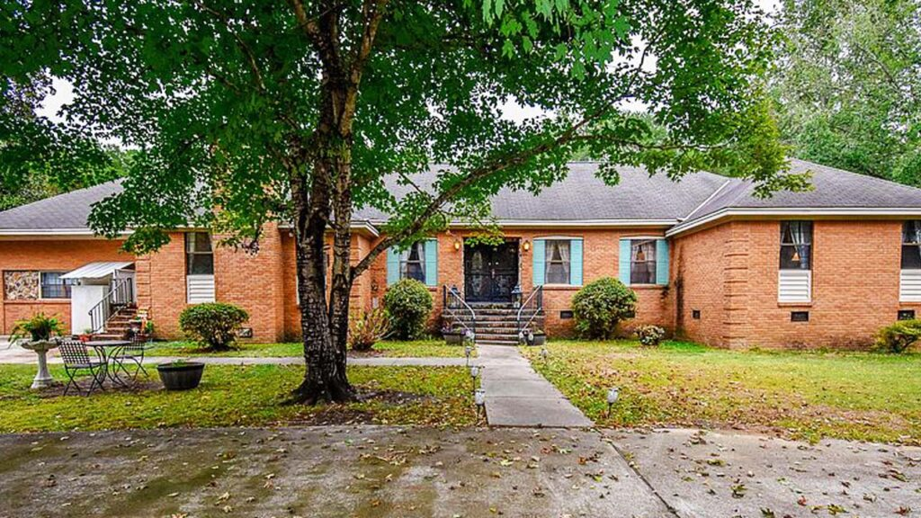 395 Campbell Hill Rd, Tallassee, Tallapoosa County, AL 36078
