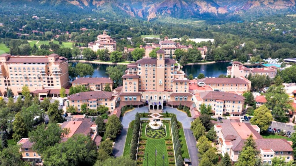 The Broadmoor is one of the best golf resorts in Colorado